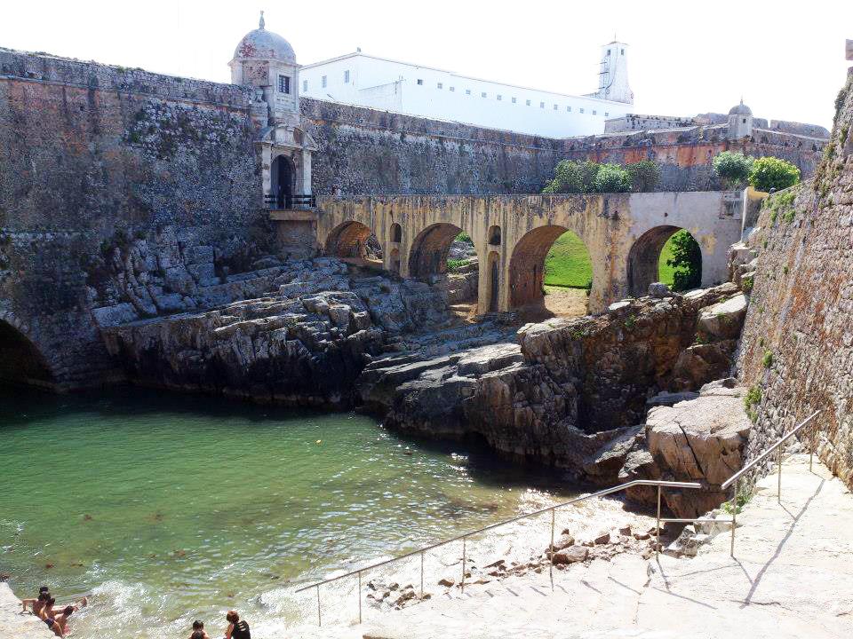 Da porto a lisbona in 10 giorni for La fortezza arredamenti commerciali